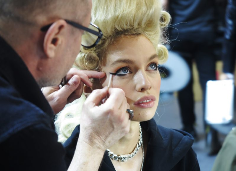 moschino-backstage-eyeliner