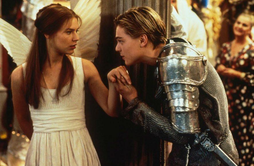 L'abbigliamento sobrio dei due protagonisti durante la festa dei Capuleti , ci mostra la ribellione nella ribellione.