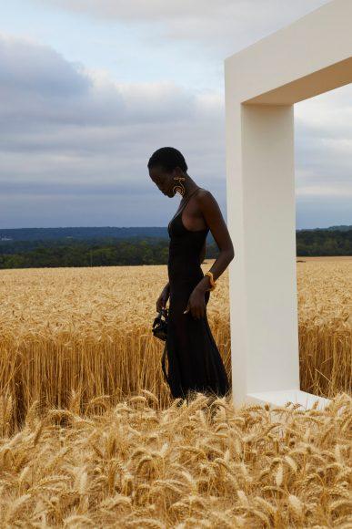 Jacquemus_L'amour_Vogue_3