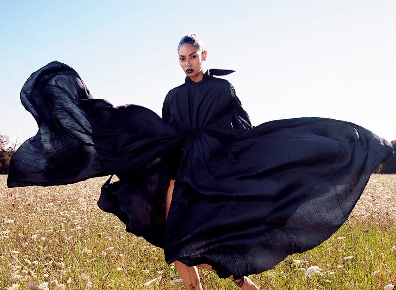 Dress : MONOSUIT Shoes : EMMANUEL UNGARO