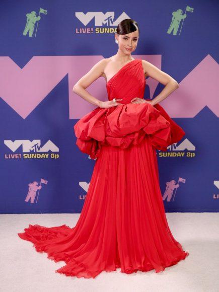 Sofia Carson (in Giambattista Valli Haute Couture)