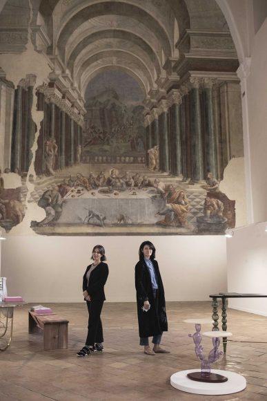 Le due fondatrici di EDIT Napoli, Domitilla Dardi e Emilia Petruccelli al Refettorio del Complesso di San Domenico Maggiore