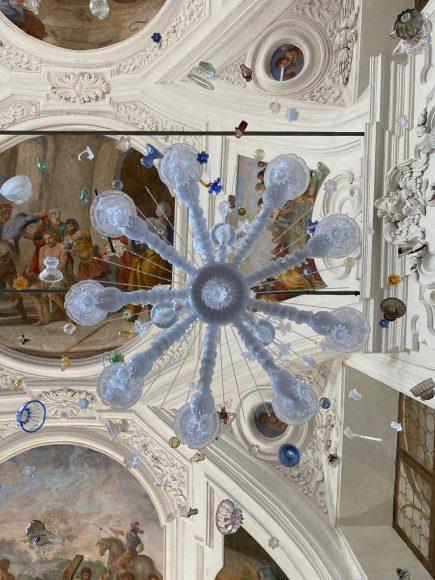 Sylcom allestisce il lampadario Rezzonico come se fosse un esploso architettonico