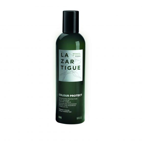 Questo shampoo, caratterizzato da un pH acido che promuove la chiusura delle cuticole dalla presenza di olio di camelia, fibra, fissa il colore e dei pigmenti.  Prolunga colorazione e ne Texture cremosa e fluida con una nota aromatica agli  Modalitá di applicazione Risciacquare con cura. 250ml - 19,50€