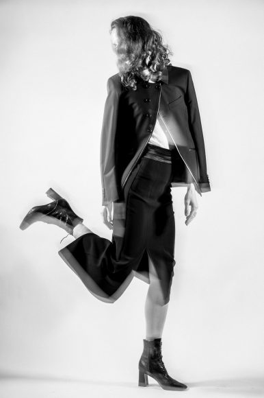 - Transparent white turtleneck with black snake print: JUDY ZHANG  - Black jacket with sloping buttoning: FRANCESCA COTTONE - Assymetrical black skirt with satin belt: JUDY ZHANG  - Black ankle boots: FABIO RUSCONI - Plexiglass earrings: SIMON CRACKER