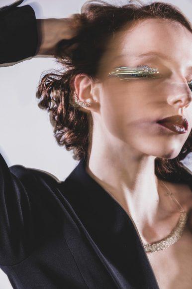 - Black blazer with snake embroidery on the back: JUDY ZHANG  - Silver pant: VALENTINA POLTRONIERI - Black Hat: MONTEGALLO ALICE CATENA - Silver earrings: SHEILA CUNHA  - Silver necklace: SHEILA CUNHA