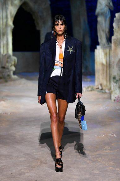 fashionshow-SS2021-01-01-01-img-mob