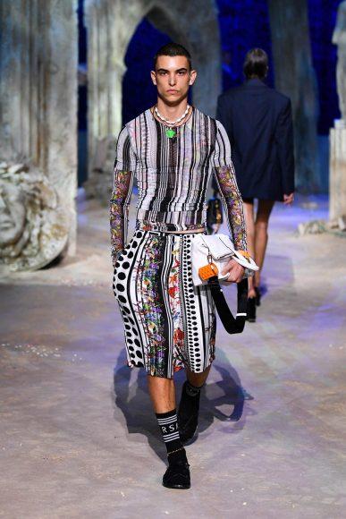 fashionshow-SS2021-01-09-01-img-mob