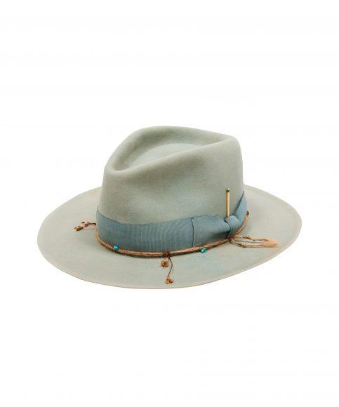 Cappello con tinta naturale A 1460€