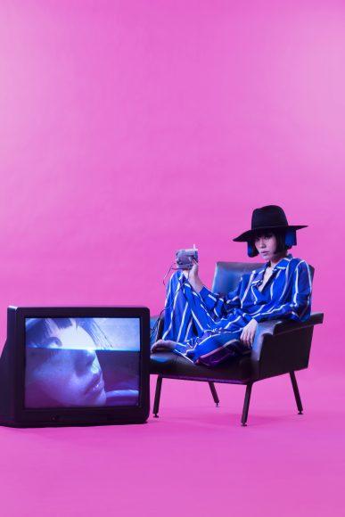 Blue suit with white stripes EDOARDO GALLORINI Black hat with blue fringes on the sides ILARIUSSS