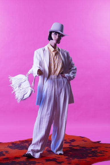 White suit and shirt EDOARDO GALLORINI Grey hat ILARIUSSS Fringed white bag LE PANDORINE Leopard heels ALESSANDRO OTERI