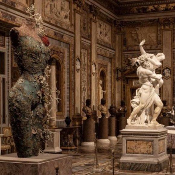"""Dalla mostra di Damien Hirst """"Archaeology Now"""" 2021 Collezione privata. Foto A. Novelli © Galleria Borghese"""