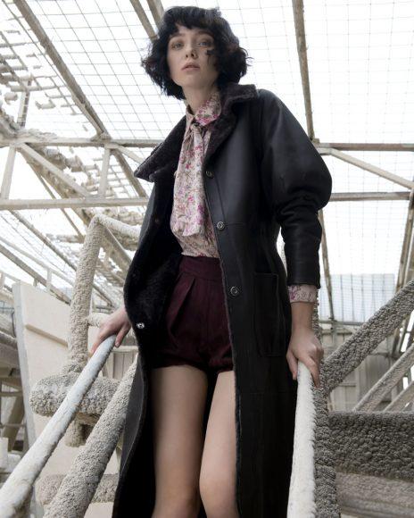 Rus da sola in: -Camicia Luisa Beccaria -shorts Missoni  -cerchietto Maison Margiela -scarpa Jeffrey Campbell -cappottino Federica Tosi