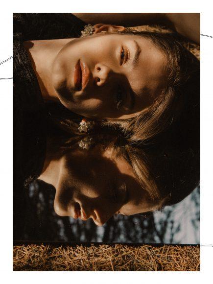 DRESS: Manosque vintage courtesy of Ro.Ca.Gi BELT: Atelier Mara Terzi  EARRINGS: Carlo Zini Bijoux RINGS: Carlo Zini Bijoux ANKLE BOOTS: River Island
